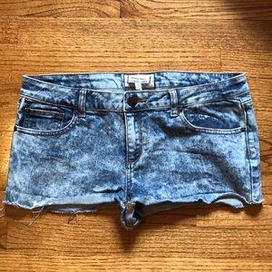 Acid wash jean short